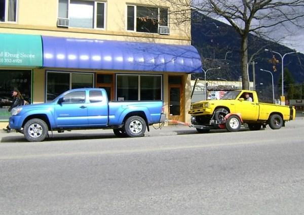 Toyota hauling Toyota (744x527)
