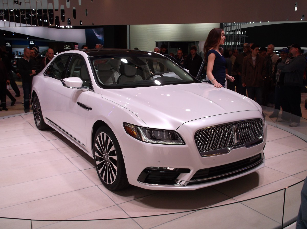 Car Show Comparison and QOTD: 2017 Lincoln Continental and 2016 ...