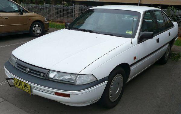 1993_Toyota_Lexcen_(T2)_CSi_sedan_(2009-08-21)_02