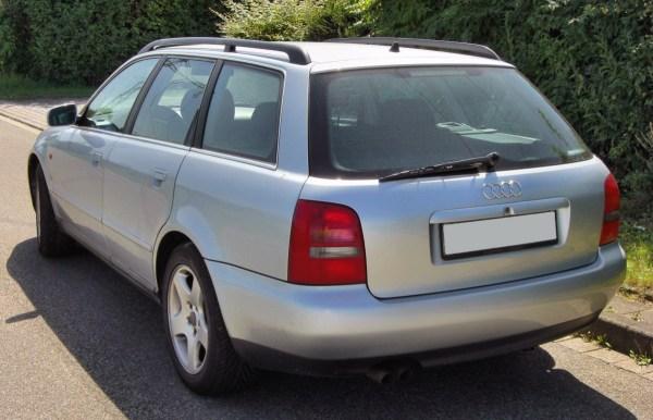 Audi_A4_B5_Avant_20090815_rear