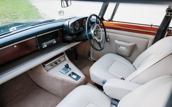 1970-Rover-3-5-litre-Coupe-cockpit