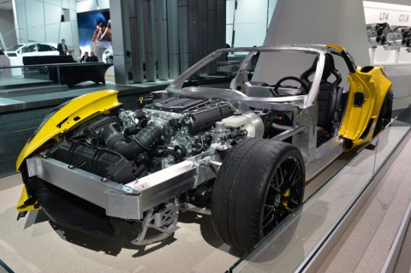 2016-Chevrolet-Corvette-Z06-C7.R-Engine-670x445