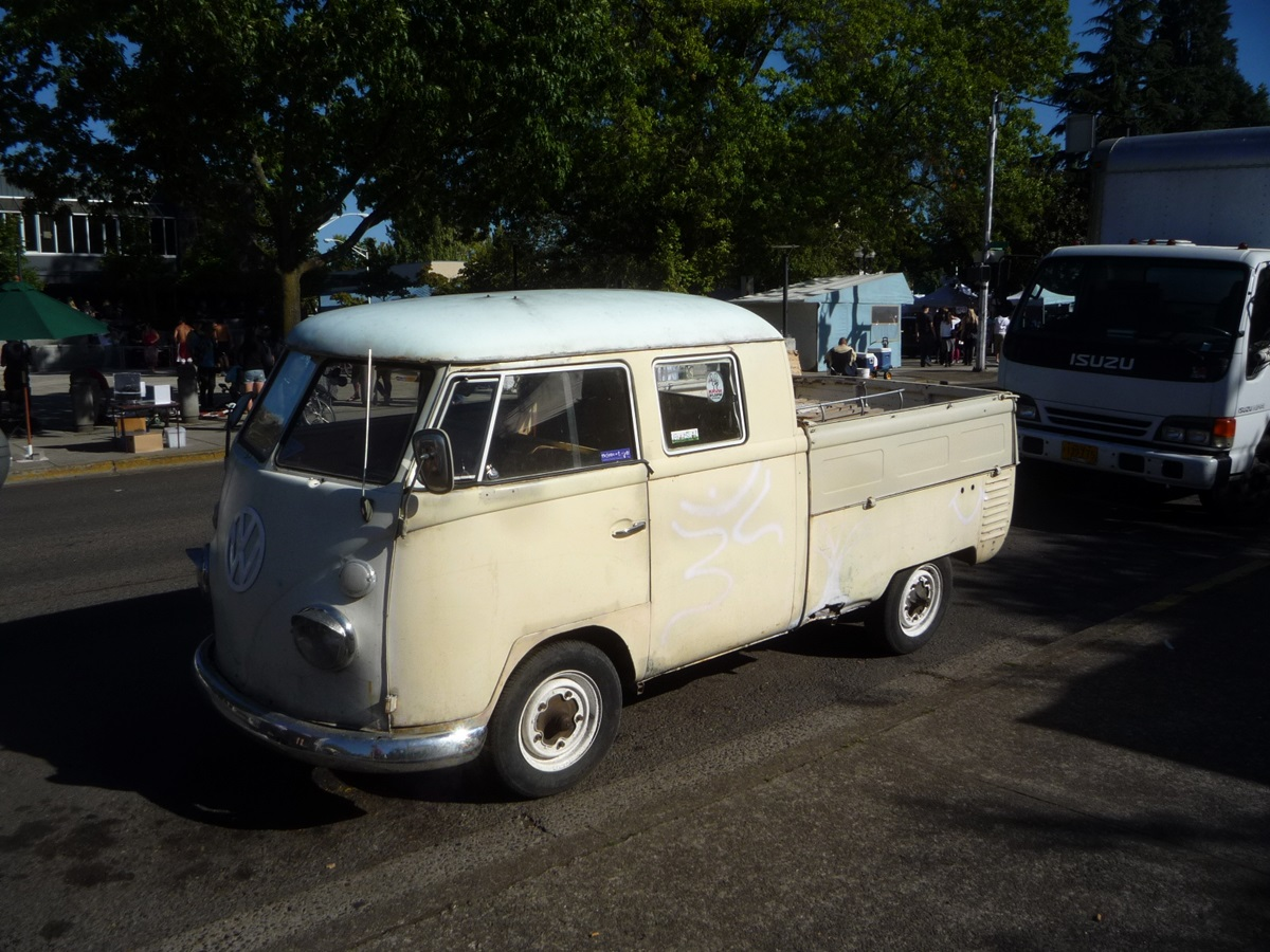 The double cab s rear door was a single one on the curbside naturally assuming you re not parked on the left side of a closed street that is