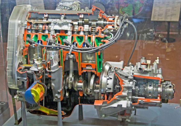 800px-Fiat_1581cc_engine_cutup