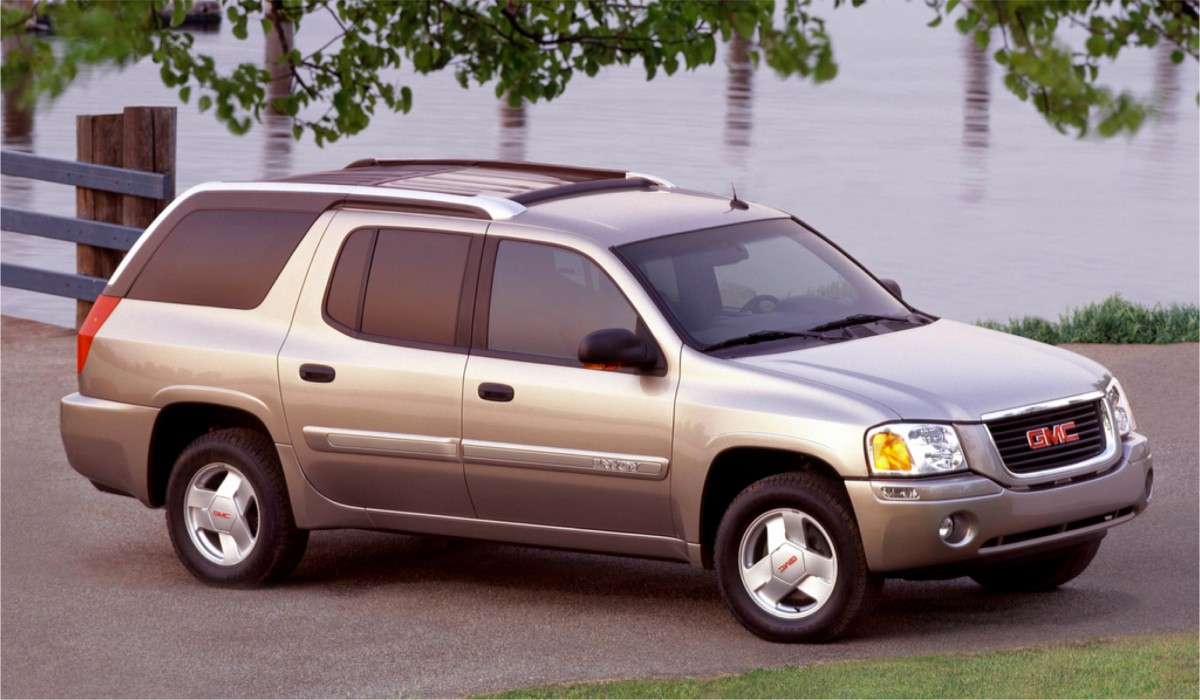Much like the similar era lincoln blackwood the gmc envoy xuv s failure was in its attempt at offering the best of both worlds between a pickup truck and