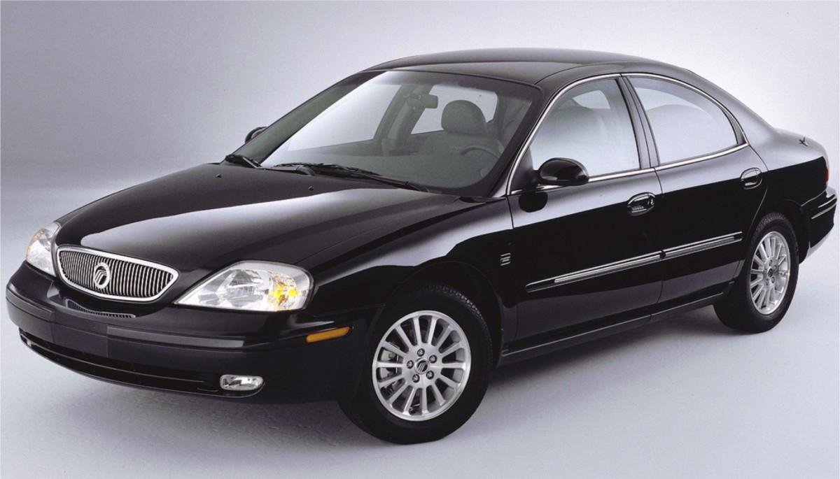 With production of the d186 sable winding down in 2005 ford chose to replace it with two sedans one slightly smaller and one slightly larger