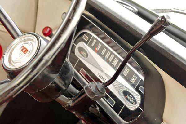 Ford-Taunus-12M-nice instruments