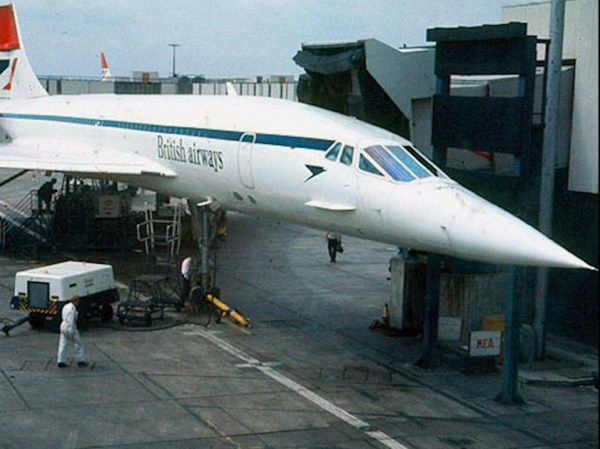 concorde_in_early_ba_livery_at_heathrow