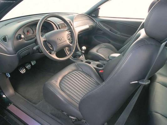 2001-bullitt-interior