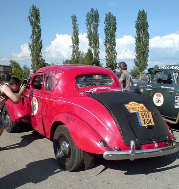 1939_Plymouth_crashed