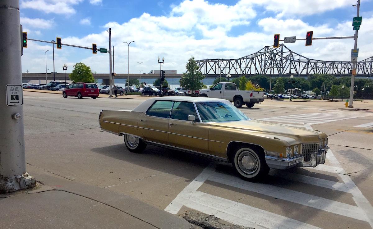 Rolling Classic: 1972 (er, 1971) Cadillac Sedan de Ville in Promenade Gold