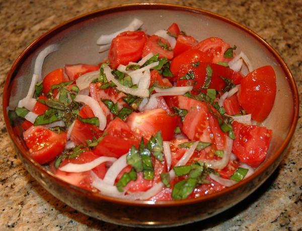 basil-onion-tomato-salad