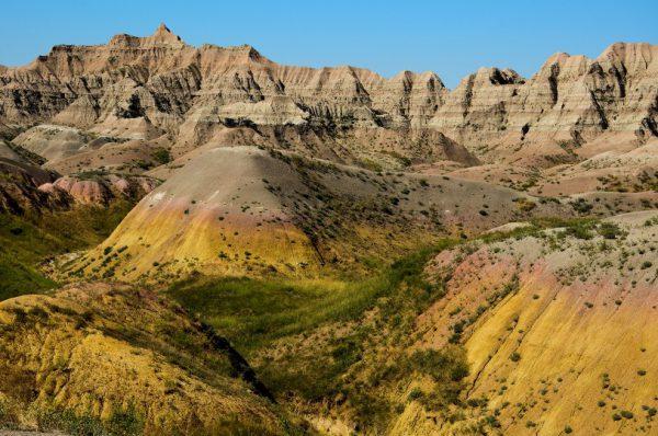 badlands-national-park-yellow-mounds