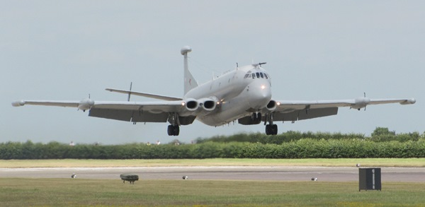 29-nimrod_r1_of_51_sqn_raf_waddington_lands_during_waddington_airshow_2010