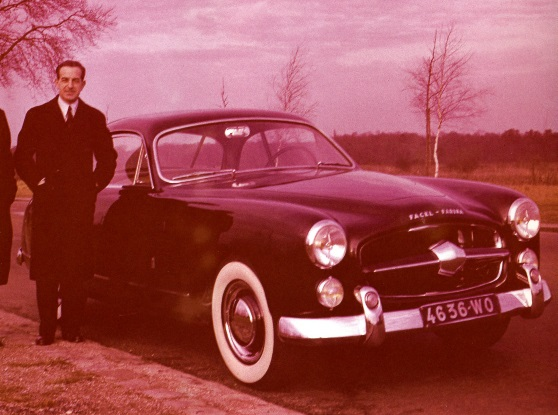 """F. Lehideux poses next to the Comète prototype in early 1951. Grille script reads """"FACEL – FARINA."""""""