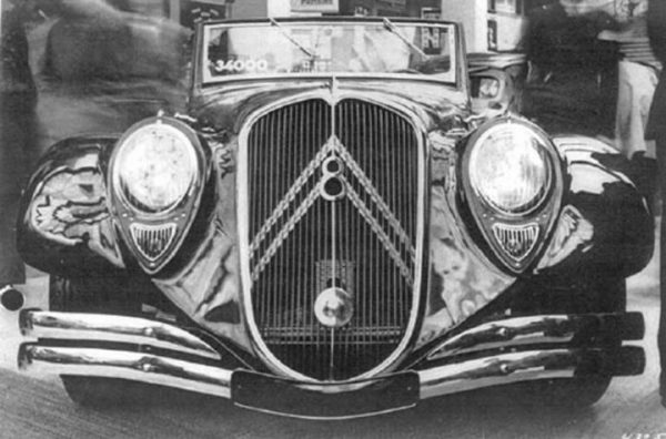Citroën 22 roadster at the 1934 Paris Motor Show. Now you see me…