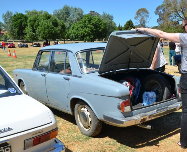 lancia-flavia-early-sedan-rear