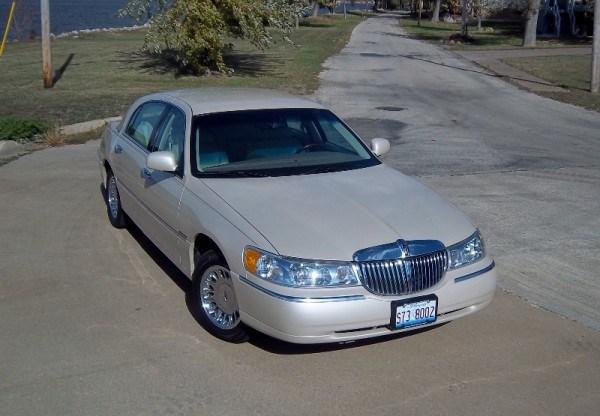 2000-town-car