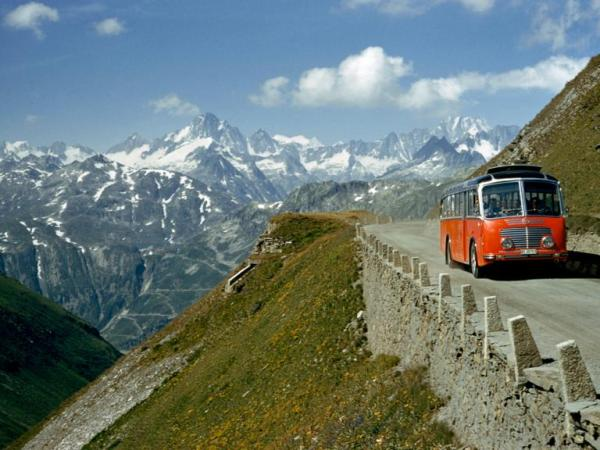alpine-pass-road-1950s-bus