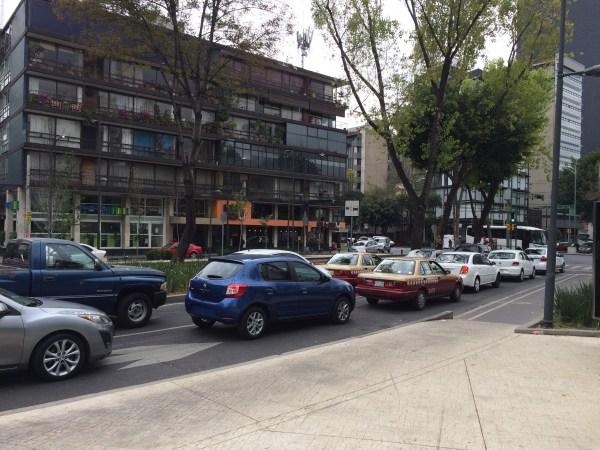 renault-sandero-in-traffic