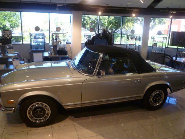 Mercedes-Benz Classic Center 280SL