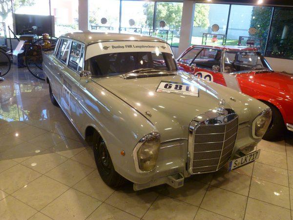 Mercedes-Benz Classic Center 220SEb