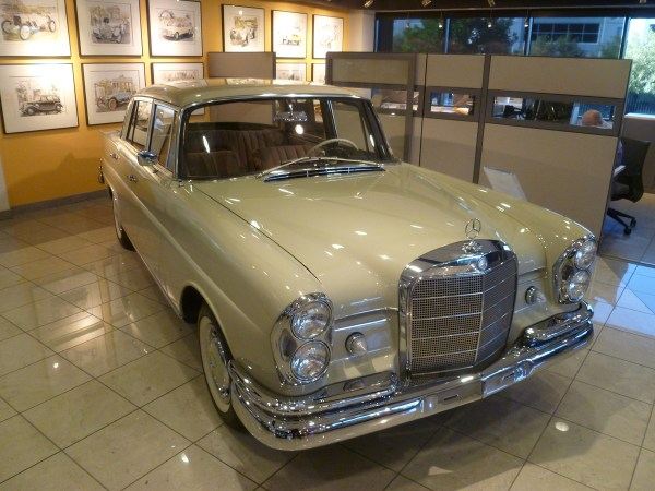 Mercedes-Benz Classic Center 1964 220SEb