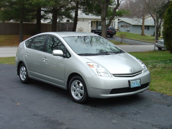 2004 Toyota Prius in silver