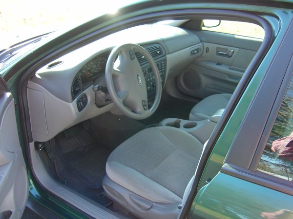Interior of 2000 Ford Taurus