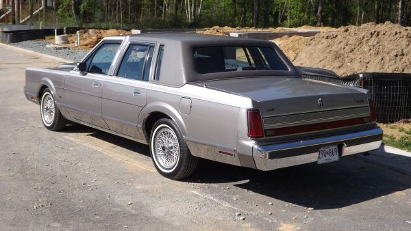 1989 Lincoln Town Car rear view