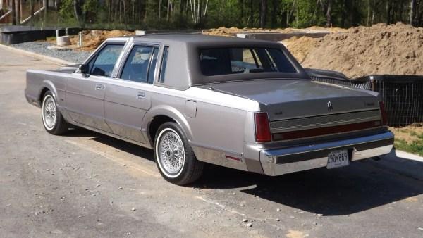 1989 Lincoln Town Car rear view