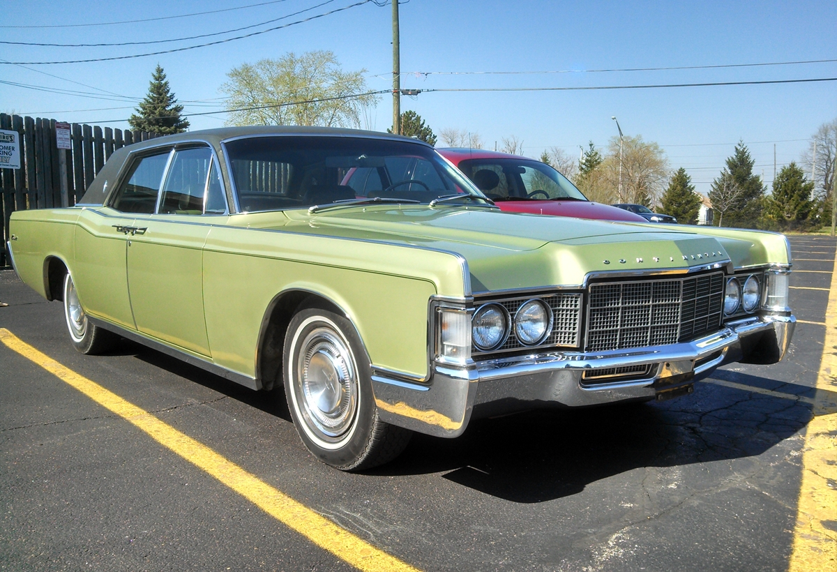 curbside classsic 1969 lincoln continental \u2013 missed it by that much1969 Lincoln Continental Sedan #10