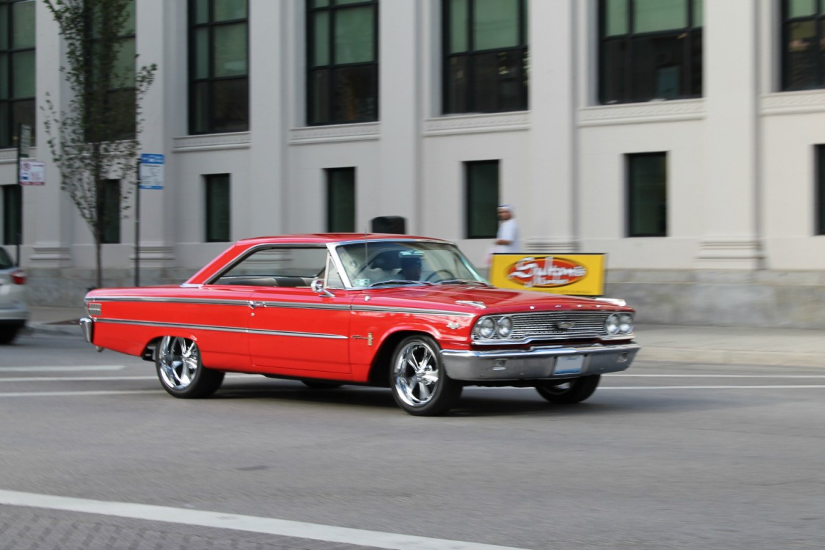 In-Motion Classic: 1963 1/2 Ford Galaxie 500 – On The Near
