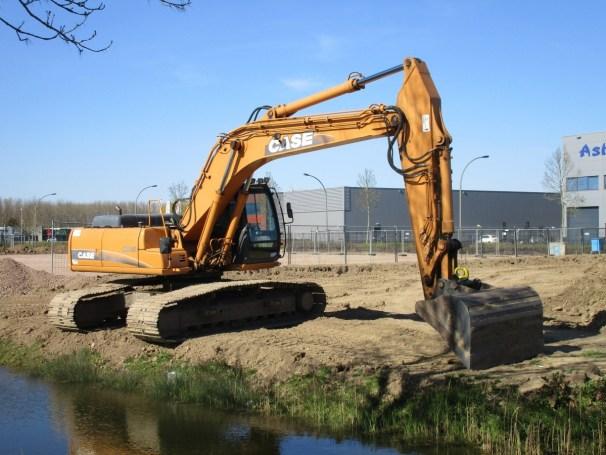 case crawler excavator - 1
