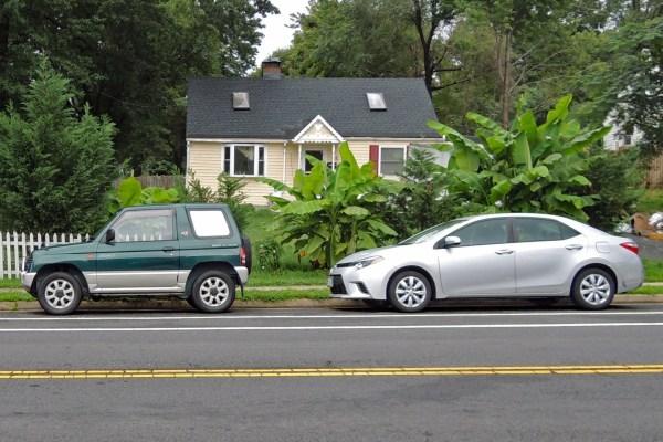 1995 Mitsubishi Pajer Mini VR-II and Toyota Corolla szie comparison