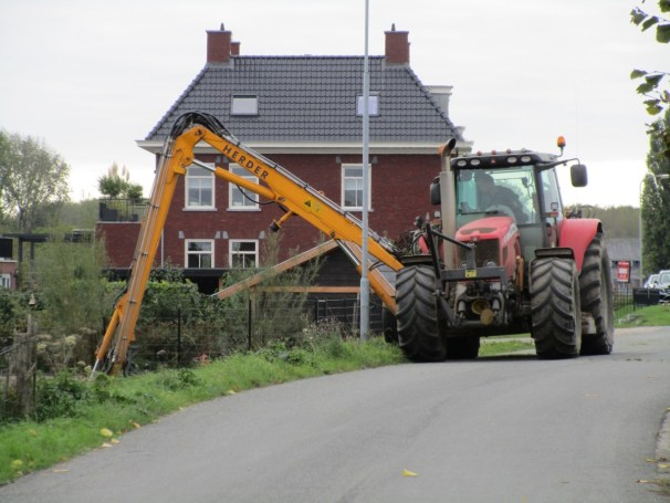 MF 7480 tractor - 1