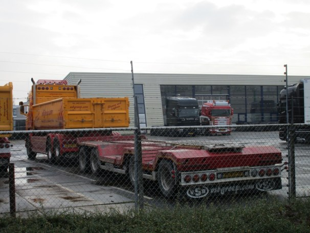 Scania R730 6x2 with Vogelzang trailer