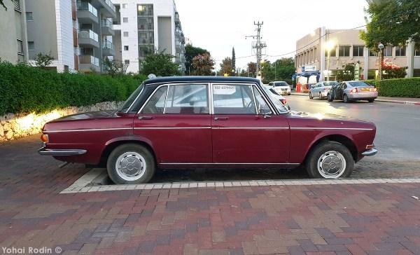 Maroon Simca 1501