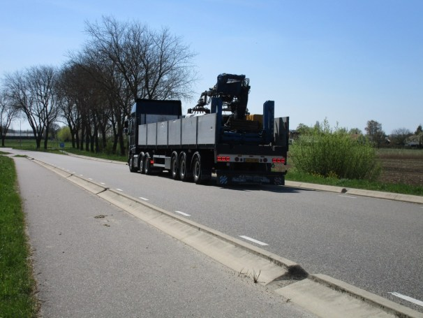 DAF XF tractor and 2004 Floor semi-trailer