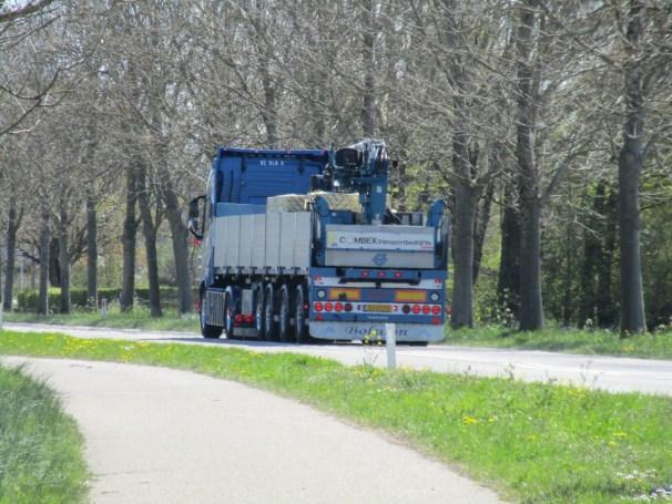 2019 Volvo FH16 tractor and 2007 Vogelzang semi-trailer
