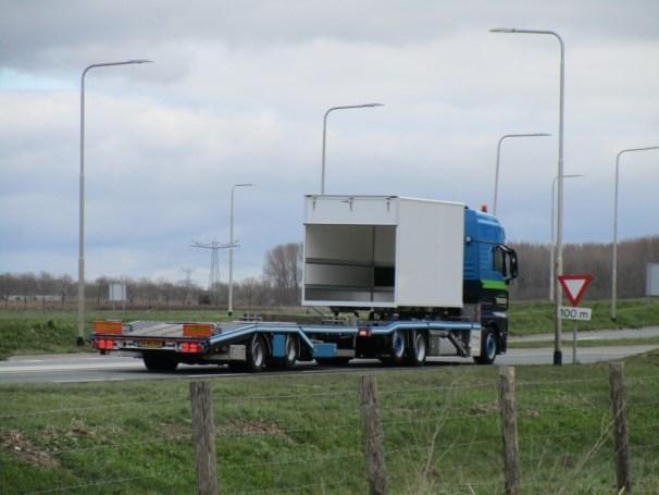 MAN TGX 6x2 - mid-axle trailer