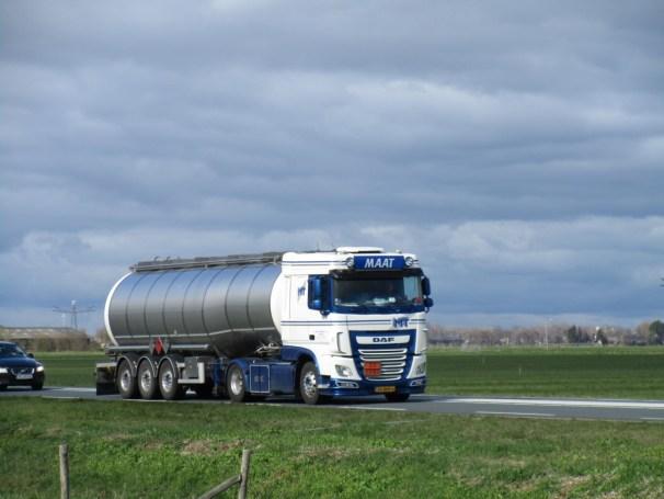 2017 DAF XF 460 FT and tanker semi-trailer