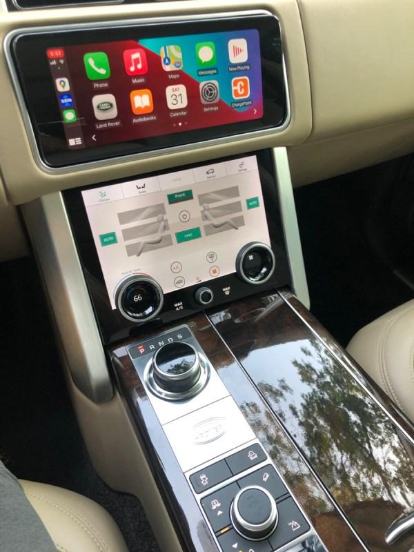 2018 Range Rover Apple CarPlay screen