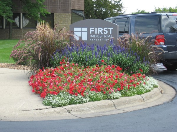 commercial - curbside landscape