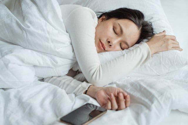 आपको सोने में मदद करने के 7 प्राकृतिक तरीके