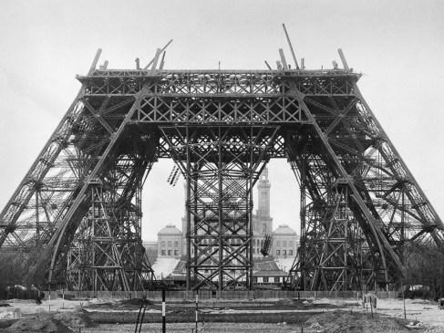 Histoire de la tour Eiffel : Une gigantesque guillotine faillit la remplacer
