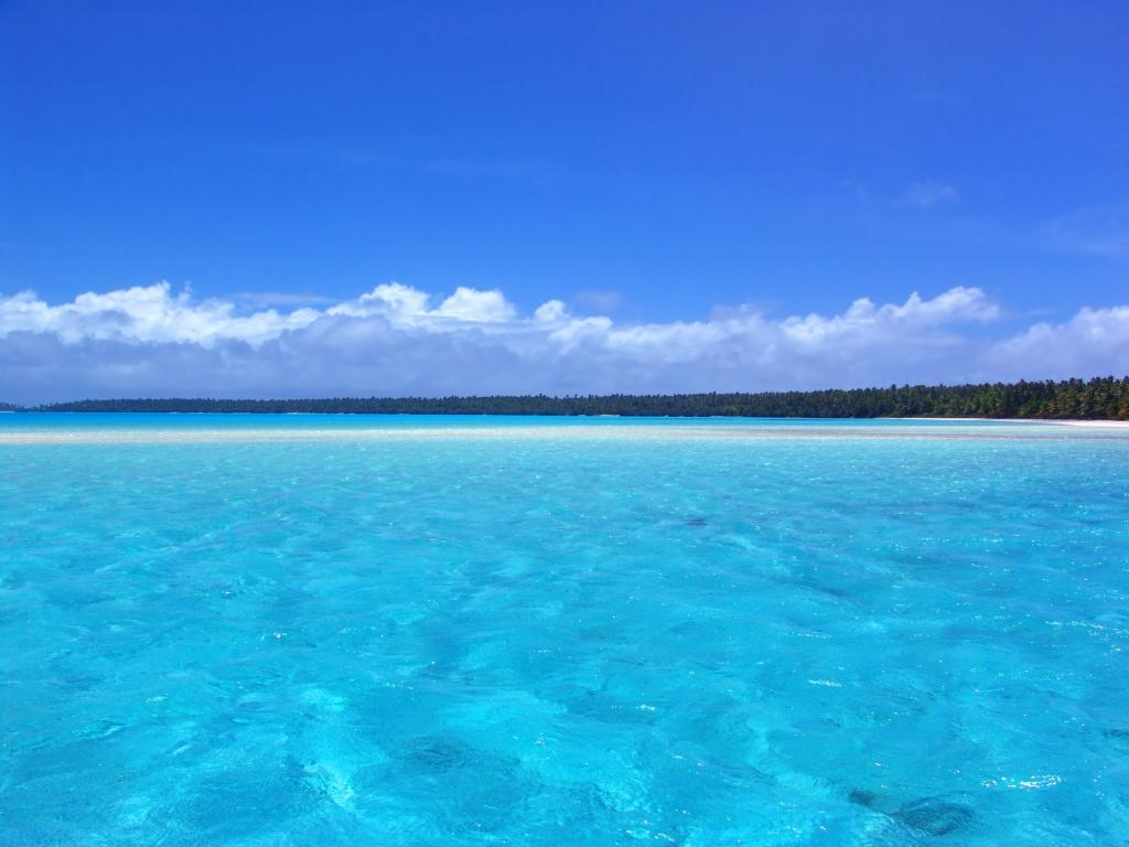 por que vemos el agua del mar azul