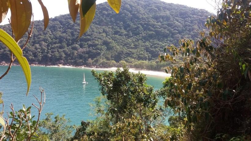 Praia das 7 Fontes - trilha para Gruta do Pirata