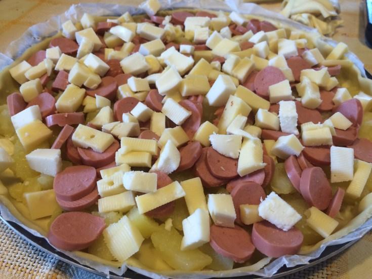 Torta rustica cavolo e wurstel,
