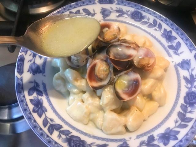 Gnocchi al Salmone con Vongole, Asparagi e Gorgonzola.